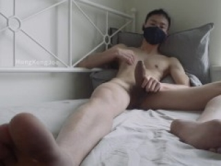 Big handsfree cumshot all over my sheets from nipple play