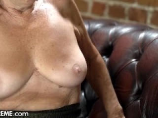 21Sextreme He Pounded His Step-GILF After A Daring Photoshoot