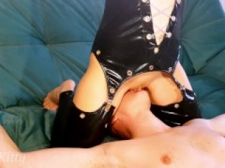 THE MAGIC OF FACE SITTING, PUSSY EATING CLOSE-UP! A REAL FEMALE ORGASM FROM PLAYSKITTY!